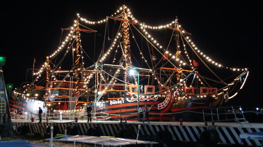 Piraatide laevad mererannas!