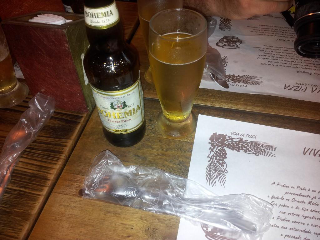 ... õhtusöök restoranis kus toodi nuga ja kahvel kilekotiga ning kohalik õlu!