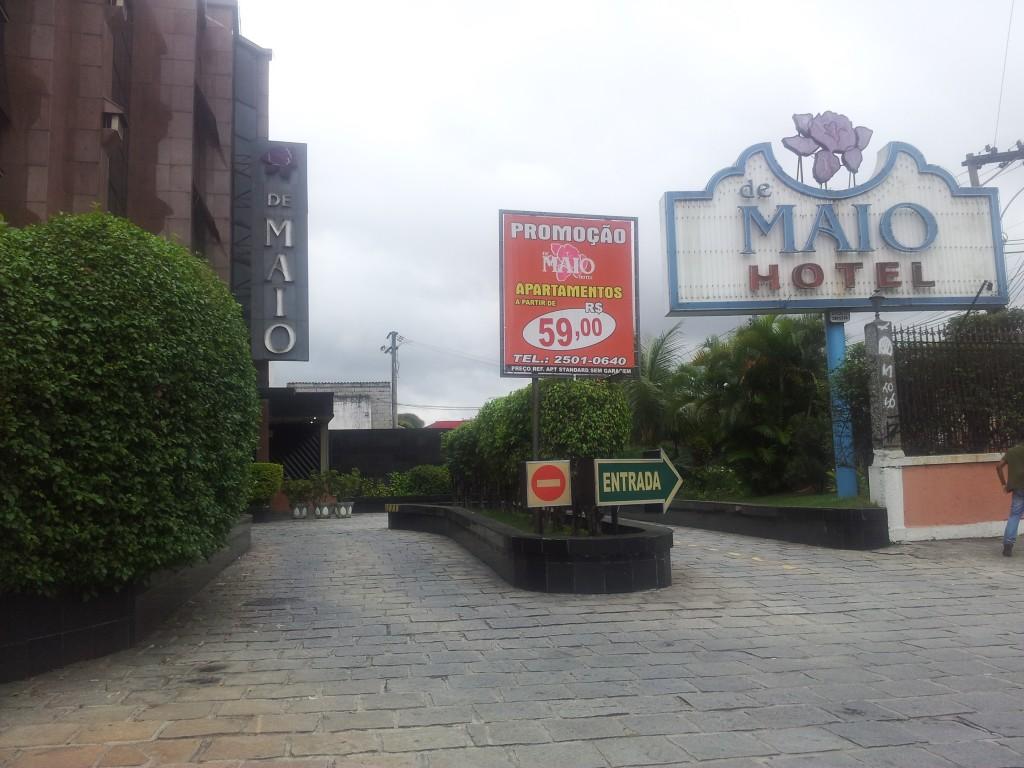 ... hotell väljast koos reklaamiga mis öösel tõmbab hästi ligi!