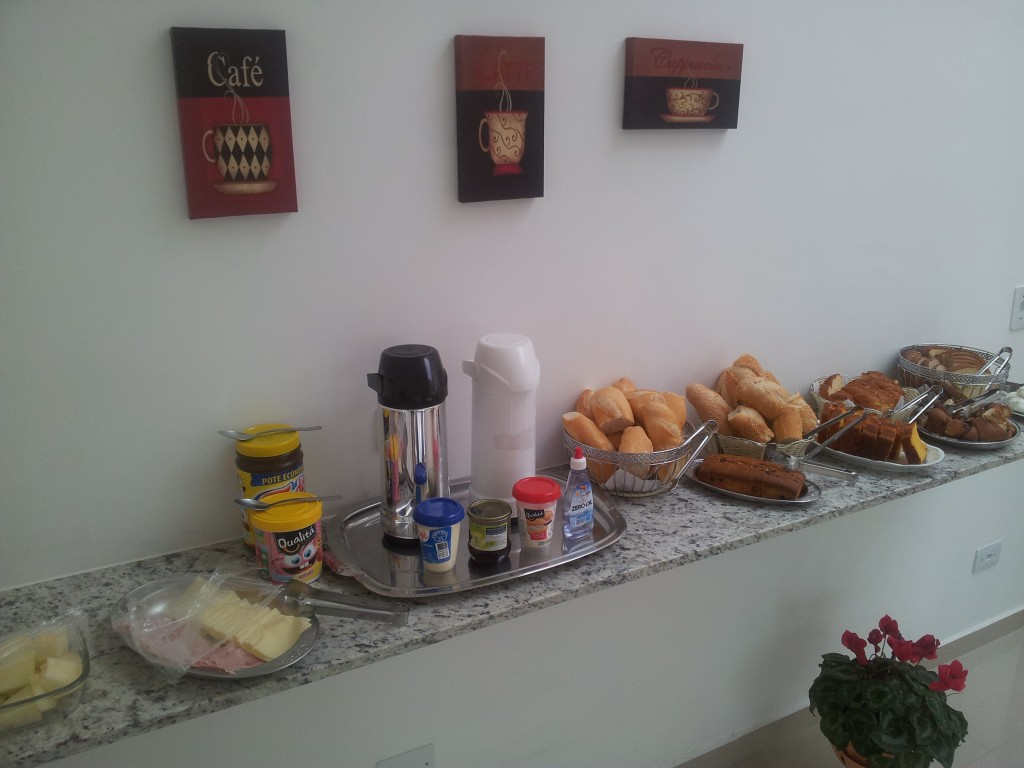 ... hommikusöök eramajutuses!