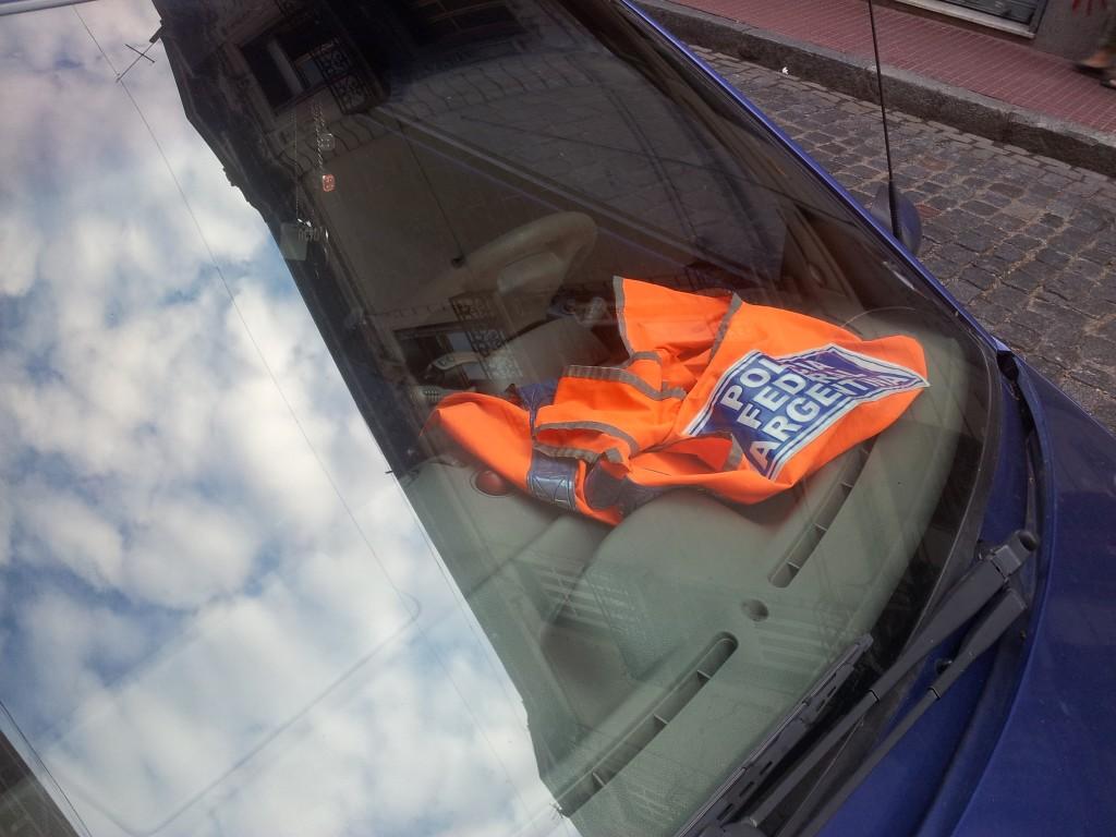 ... politseinik tasulises parkimisalas!