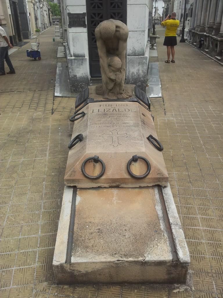 ... nii käib haud lahti mõnel haual (nagu raudtee))!