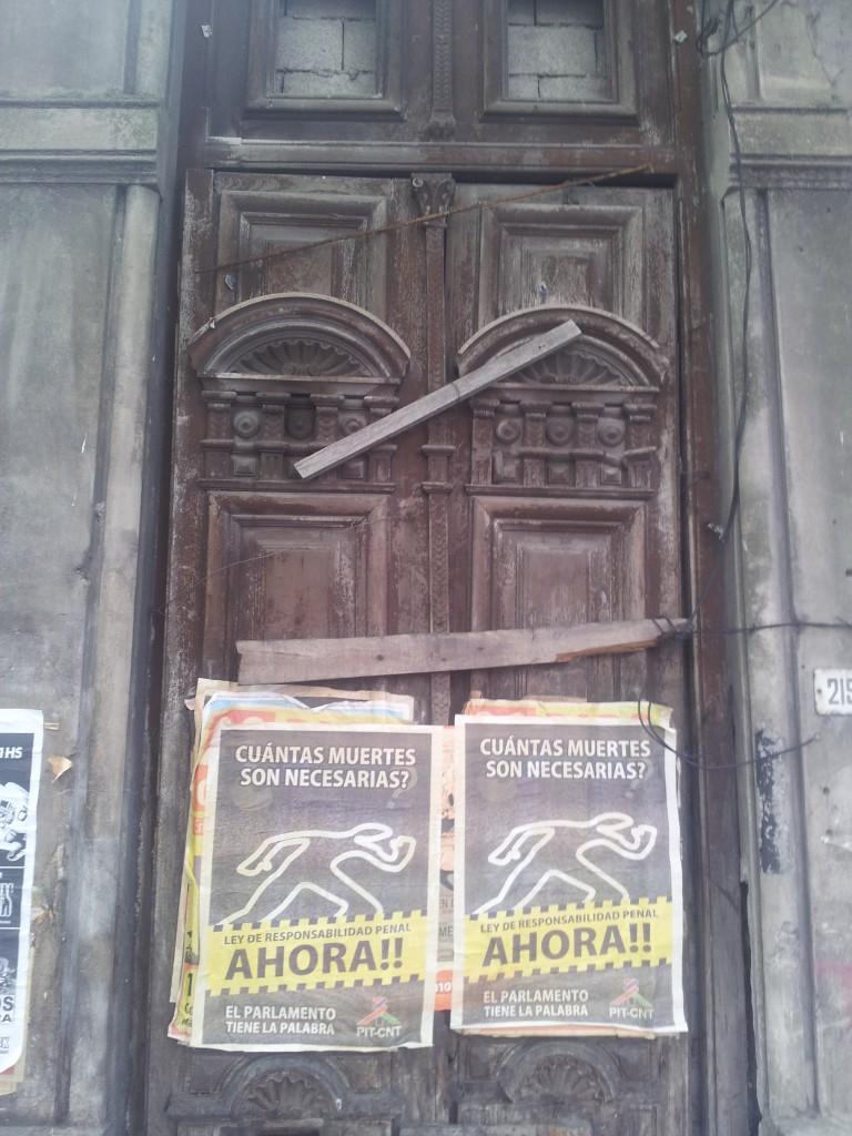 ... kinnilöödud uks!