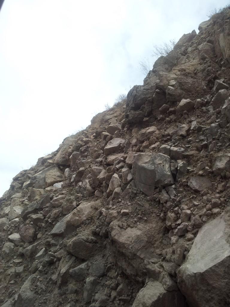 ... ei ole mingit võrku peal, mõned kivid olid kohe-kohe alla kukkumas, istusin sellest seinast sisuliselt meetri kaugusel!