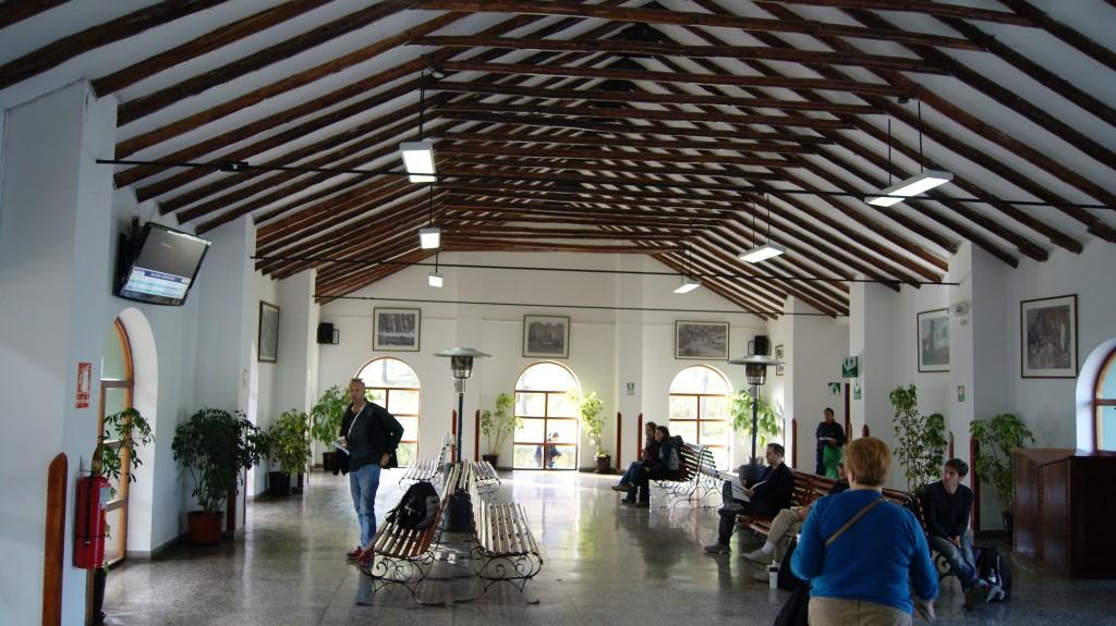 ... Poroy raudteejaam, Punost 10 km, kus kohast läks rong Machu Picchule!