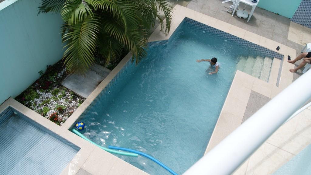... siseõu basseiniga!