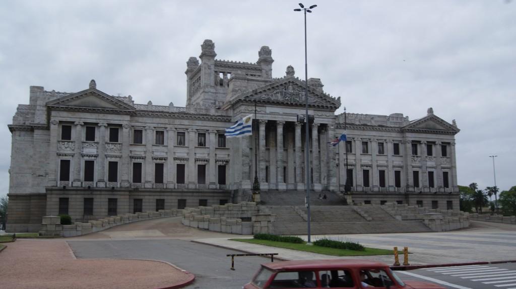 ... Bussiaknast teel Montevideo!
