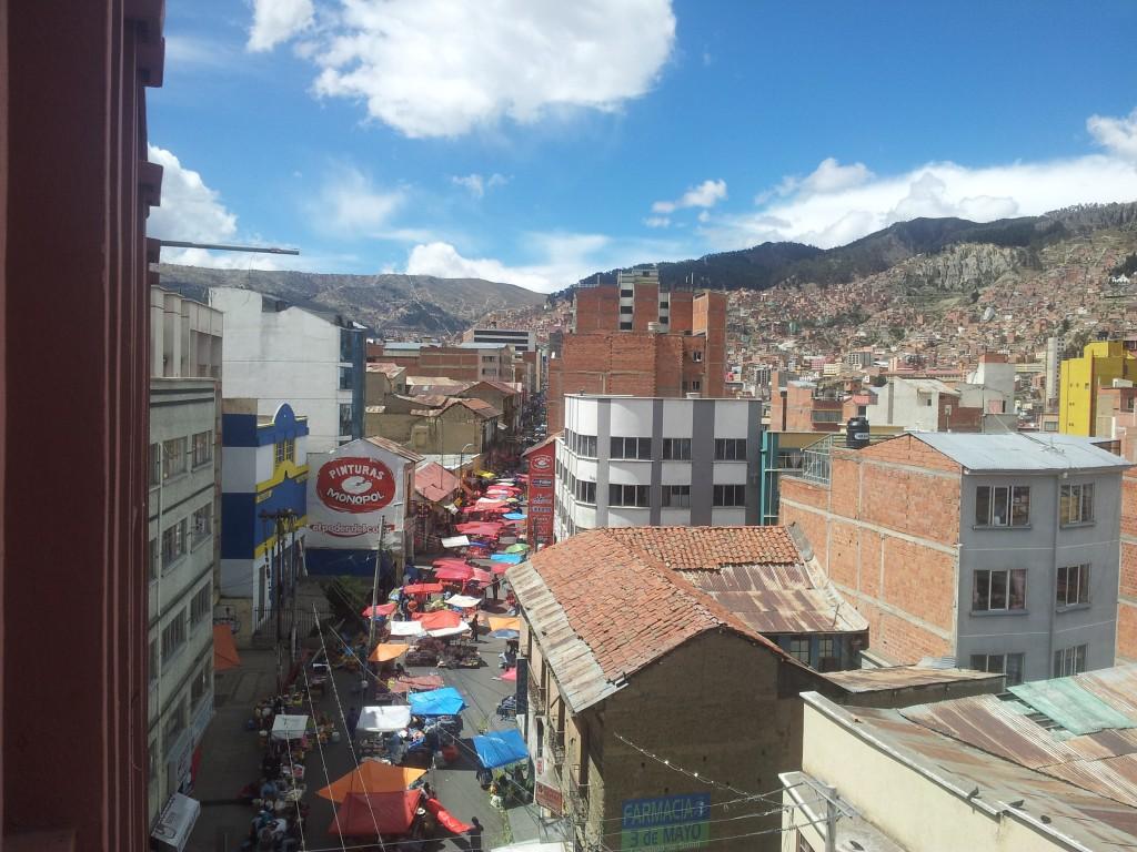 ... La Paz hotelliaknast ja meie tänava turg!